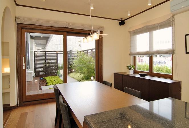 北洲ハウジングの木製窓は断熱性もデザイン性も高い