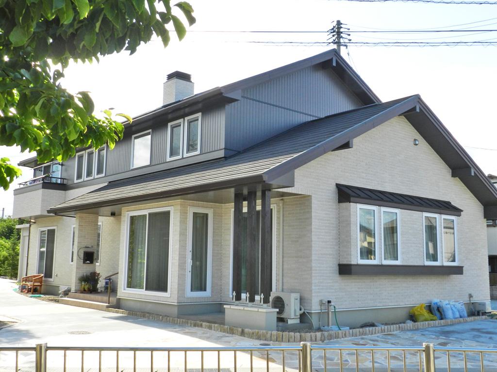 北洲ハウジングの二世帯住宅(薪ストーブを囲む二世帯で暮らす家)