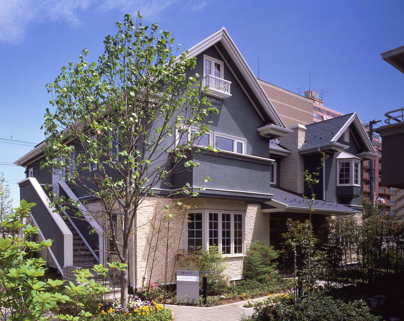 アーリーアメリカンスタイルの住宅