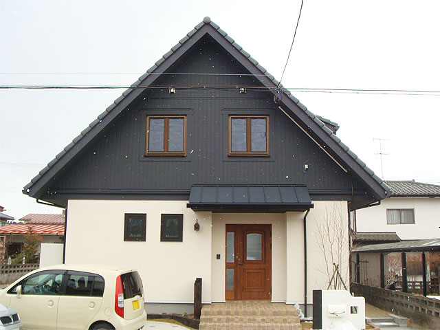 勾配のある大屋根(北洲ハウジングの家)