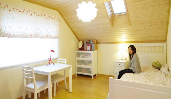 屋根裏部屋は寝室や子供部屋としてお使いになっています2