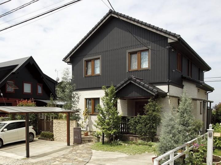 木製サッシが印象的な北洲ハウジングの家