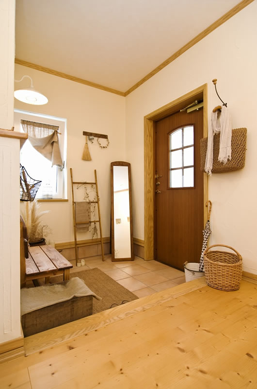 玄関も、生活感を感じさせないナチュラルでおしゃれな空間に