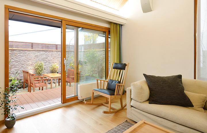 断熱性、換気性、防犯性、デザイン性を追求した、北洲ハウジングおすすめの木製窓